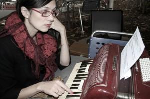 Katja Artsiomenka bei der Arbeit